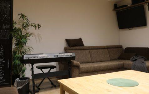 Musik und Video im Jugendraum der Christlichen Gemeinde Nürnberg